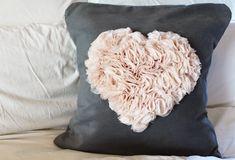 Como fazer almofada de coração personalizada.