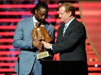 Charles Tillman wins Walter Payton Man of the Year