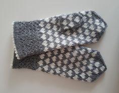 Dye yarn in microwave oven. Fingerless Mittens, Knit Mittens, Knitted Gloves, Knitting Socks, Knitting Charts, Knitting Patterns, Crochet Patterns, Handmade Envelopes, Wrist Warmers