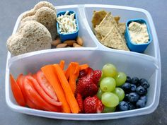 #Walmart Mom Caryn shows off eco-friendly and fun ways to pack school lunch.