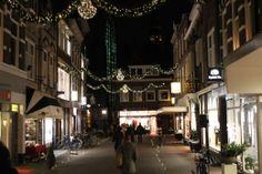 De dag na kaarsjesavond 2013 was het tijd voor de eerste editie van Candlelight Shopping in Gouda. Geniet van Gouda in kerstsfeer.