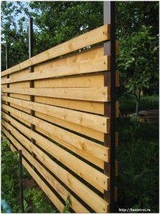 деревянный забор с горизонтальными досками