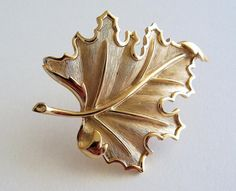 CROWN TRIFARI Maple Leaf Brooch Pin by SunshineSurprises on Etsy