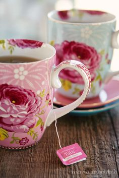 Pretty cups for Tea Time Tuesday Poetry - are these pip studio? Vintage Tea, Coffee Cups, Tea Cups, Coffee Time, Pause Café, Cuppa Tea, Pip Studio, Cute Mugs, Pretty Mugs