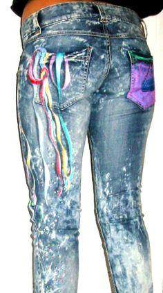 Ce jean est trop swagg ! je l aime trop il a tout pour être stylé. Les  taches délavées, la coupe slim et taille basse et surtout ces magnifiques  rubans ... 7c4b3c0a0777
