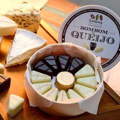 E com este friozinho, veja só quem voltou ao topo de nossa lista de pedidos. Os Bombons de queijo! Camembert com limão siciliano, brie com damasco e roquefort. Excelente para harmonizar com vinho e até mesmo com uma boa cerveja artesanal. Tudo embalado em uma linda caixa \