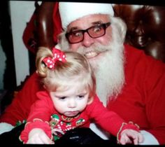 Kids are waiting for Santa Claus on Christmas to get the gift but sometimes scary Santa will make them cry. Check our 32 insanely creepy Santa Claus photos that may ruin your Christmas. - Page 2 of 4 Santa Claus Photos, Santa Pictures, Funny Pictures, Creepy Pictures, Creepy Faces, Creepy Clown, Scary, Christmas Photos, Kids Christmas
