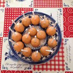 Speciaal voor het EK: Oranje cakepops maken. Hier het recept
