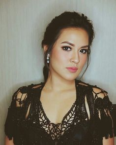 Beauty Indonesian Actress and Singer. Naomi Watson, Indonesian Girls, Beautiful Asian Women, Celebs, Celebrities, Sweet Girls, Bridal Makeup, Asian Woman, Girl Photos
