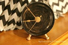Clock hands and a rustic finish turn a can into a cute accessory for your nightstand.    Get the tutorial at My Husband Has Too Many Hobbies »  - GoodHousekeeping.com Homemade Teacher Gifts, Old Cds, Small Tins, Trash To Treasure, Rustic Furniture, Rustic Desk, Rustic Industrial, Make Time, Diy Projects
