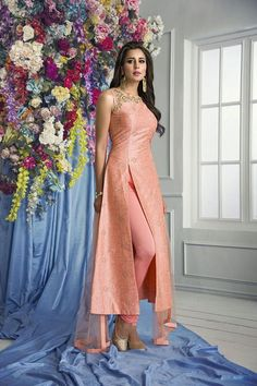 PalkhiFashion Exclusive Peach Silk Outfit with Side Slits & Elegant Work. Top Work is highlighted Resham ,Beautiful Beads and Stone Work. Dress Indian Style, Indian Dresses, Indian Outfits, Indian Clothes, Salwar Designs, Kurti Designs Party Wear, Peach Clothes, Indian Designer Suits, Saree Dress
