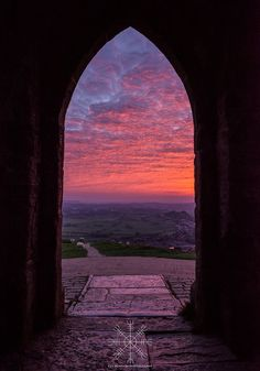 Gli Arcani Supremi (Vox clamantis in deserto - Gothian): Celtic style, Avalon, Glastonbury Tor Beautiful World, Beautiful Places, Glastonbury Tor, Glastonbury Somerset, Skier, Somerset England, Great Britain, Airplane View, Countryside