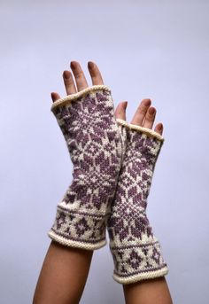 Nordic Fingerless Gloves - White and Rose Fingerless Gloves - Scandinavian Gloves with Stars - Knit Fingerless - Christmas Gift nO Fair Isle Knitting, Hand Knitting, Knitting Patterns, Fingerless Gloves Knitted, Knit Mittens, Striped Gloves, Wool Gloves, How To Purl Knit, Hand Warmers