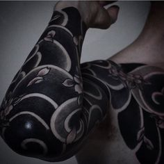 Japanese tattoo sleeve by @gotch_tattoo.  #japaneseink #japanesetattoo #irezumi #tebori #blackink #blacktattoo #blackwork #cooltattoo #largetattoo #armtattoo #chesttattoo #tattoosleeve #flowertattoo #cherryblossomtattoo #wavetattoo #naturetattoo