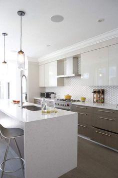cocina-blanca-moderna-isla-azulejos