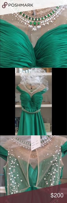 Gorgeous prom dress Beautiful prom dress fit perfectly, my daughter is 5.4 and she were 4 Dresses Prom