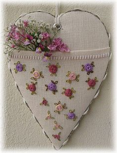 Hanging heart with pocket to put some lovelies in