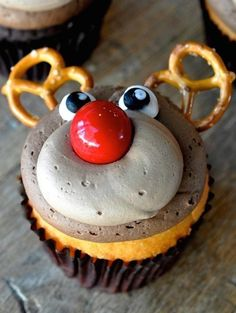 This Rudolph the Reindeer Cupcake recipe is the perfect Christmas Eve project.