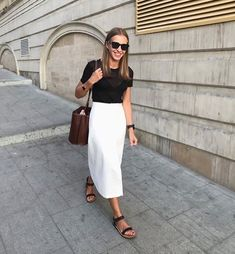 black tee and white midi skirt outfit White Skirt Outfits, White Midi Skirt, White Skirts, Chic Outfits, Fashion Outfits, Fashionable Outfits, Dressy Outfits, Fashion Weeks, Red Skirts