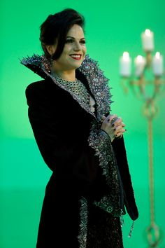 """The Evil Queen, Season 3 Final 21 Snow Drifts & 22 """"There's No Place Like Home"""" HQ pictures Spin City, Swan Queen, Shes Perfect, Regina Mills, Outlaw Queen, Queen Costume, Time Photo, Movie Costumes, Ouat"""