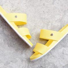 S10189-008_AmorShoes-Igor-Shoes-Havana-Chancla-doble-tira-goma-mujer-color-amarillo-yellow-s10189-008
