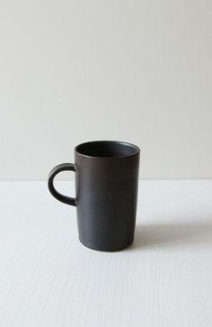 먹빛 통형머그 Black Tube-shaped Mug / 24,000 won