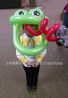 Betallic 360's make for an impressive Frog Hat.        www.sammyjballoons.com