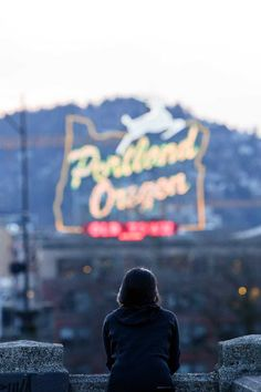 Portland Oregon Itinerary - things to do in Portland. Don't forget to save to your Portland board. Downtown Portland Oregon, Oregon City, Oregon Coast, Portland Restaurants, Oregon Road Trip, Oregon Travel, Travel Usa, Travel Logo, Business Travel