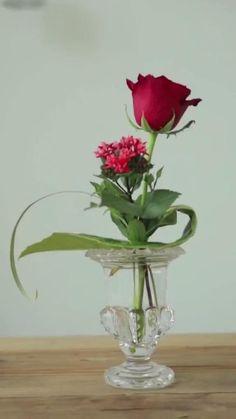 Valentine Flower Arrangements, Creative Flower Arrangements, Ikebana Flower Arrangement, Floral Arrangements, Church Flower Arrangements, Beautiful Flower Arrangements, Simple Flowers, Diy Flowers, Flower Vases