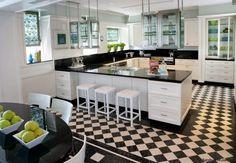 U-Form Küche in Schwarz und Weiß mit grünen Akzenten