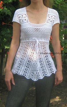 White tunic for the beach crochet summer women s tunic with description 2018 caskets of needlework This Pin was discovered by سما How to Crochet a Little Black Crochet Dress - Crochet Ideas Débardeurs Au Crochet, Beach Crochet, Crochet Summer Tops, Crochet Tunic, Crochet Jacket, Crochet Woman, Crochet Clothes, Crochet Hooks, Free Crochet