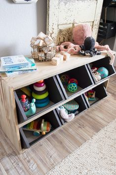 Keep all those toys organized but still at hand for the little ones with this cute and easy crate storage shelf! Keep all those toys Toy Storage Shelves, Diy Toy Storage, Crate Shelves, Nursery Storage, Crate Storage, Kids Storage, Storage Ideas, Living Room Toy Storage, Modern Toy Boxes
