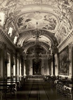 Inside the Dining Hall of the Royal Palace, Budapest Source: archimaps Vintage Architecture, Classic Architecture, Historical Architecture, Amazing Architecture, Architecture Mapping, Buda Castle, Old Portraits, Grand Homes, Royal Palace