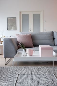 designmeetstyle:  A wintery palette of gray and soft pink.  http://ift.tt/1OTMo01