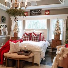 30 Cozy And Wonderful Rustic Farmhouse Christmas Decorating Ideas The holiday season is a magical time of the year and there are a variety of ways to decorate your home to celebrate this joyous season using beautiful rustic farmhouse Christmas decor. Decor, Christmas Bedding, Holiday Bedroom, Holiday Room, Farmhouse Christmas, Christmas Bedroom, Christmas Room, Home Decor, Christmas Decorations Living Room