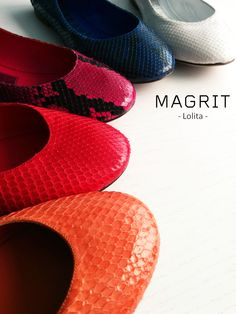 Magrit  -Materiales y adornos. PITON Y CUERO: Piel de pitón revestida de cuero y cosida a la planta. Se adapta al pie como un guante..  http://bit.ly/1xbdb4k ------------------------------------------------------------------------------------------------------------------------------- Materials and ornaments. PYTHON & LEATHER: The snakeskin (python), coated lea and stitched to the plant. Fits de foot like a glove.. http://bit.ly/WbOgN6