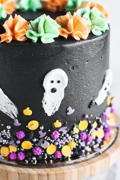 This Chocolate Oreo Cake is every chocoholic's dream. Three layers of perfect fluffy chocolate cake paired with delicious Oreo Buttercream – you'll LOVE it! Oreo Cookies, Cupcake Cookies, Cupcakes, Spooky Halloween Cakes, Halloween Party, Fluffy Chocolate Cake, Raw Cheesecake, Oreo Buttercream, Muffin