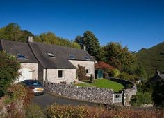 Big holiday cottage for family groups in Milldale, Derbyshire