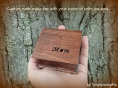 Wedding Gifts For Parrents Mom music box, mother of the bride gift, custom music box, musicbox Mother Of Bride Gifts, Mother Of The Bride, Mothers, Wooden Music Box, Wooden Boxes, Wedding Favors, Wedding Gifts, Parent Gifts Wedding, Wedding Things