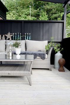 Love, love, love this outdoor entertaining area - love the colour scheme!!!