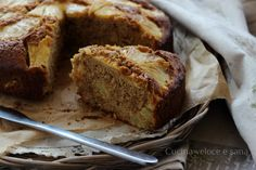 Torta integrale allo yogurt e ananas, un dolce semplice e rustico, perfetto anche per chi non vuole esagerare con le calorie. Per merenda o colazione