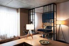 5-apartamento-quarto-divisória-vidro-e-cortina