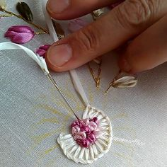 Wonderful Ribbon Embroidery Flowers by Hand Ideas. Enchanting Ribbon Embroidery Flowers by Hand Ideas. Ribbon Embroidery Tutorial, Silk Ribbon Embroidery, Hand Embroidery Patterns, Embroidery Thread, Ribbon Art, Ribbon Crafts, Brazilian Embroidery, Embroidery Techniques, Fabric Flowers