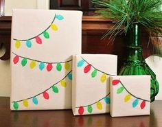Envolver los regalos de Reyes con guirnaldas pintadas