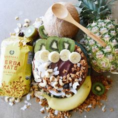 Yerba mate acai bowl? Yes please. Recipe included! Yerba Mate, Tea Recipes, Health And Wellbeing, Acai Bowl, Herbalism, Healthy Eating, Tasty, Snacks, Meals