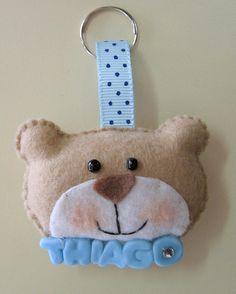 Ursinho confeccionado em feltro,  personalizado com nome em biscuit. Pode ser feito como chaveiro ou imã. *valor p/ nome até  5 letras. * de 6 a 10 letras = 3,50 cada ursinho. * pedido mínimo = 10 unidades. R$2,90