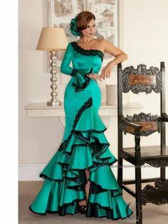 Spanish style – Mediterranean Home Decor Flamenco Costume, Flamenco Dancers, Spanish Dress Flamenco, Dance Dresses, Prom Dresses, Flamenco Dresses, Costume Ethnique, Spanish Fashion, Ballroom Dress