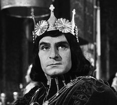 Sir Laurence Olivier as Richard III in the 1955 film production! Shakespeare Characters, Shakespeare Plays, William Shakespeare, Shakespeare Festival, Richard 111, King Richard, Lawrence Olivier, The Hollow Crown, Timothy Dalton