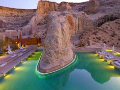 Amangiri: Beautiful Luxury Resort in the Middle of the Utah Desert. The resort is tucked into a protected valley with sweeping views towards the Grand Staircase – Escalante National Monument. Amangiri Hotel, Amangiri Resort Utah, Lake Powell, Beautiful Hotels, Beautiful Places, Romantic Places, Amazing Places, Piscina Do Hotel, Voyager C'est Vivre