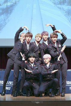 You and your squad want to make a heart with arms and don't know how's it looks like and you think it's perfect. Ends up it's a cute group photo lol